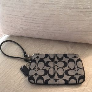 COACH NEVER USED CANVAS ZIP WRISTLET